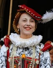 HRH Elizabeth I, played by Rachel Duffield.